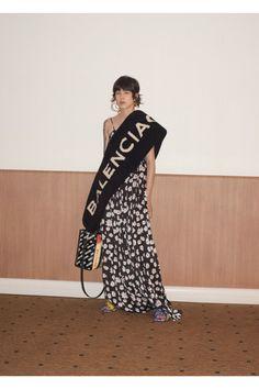 Balenciaga  #VogueRussia #resort #springsummer2018 #Balenciaga #VogueCollections