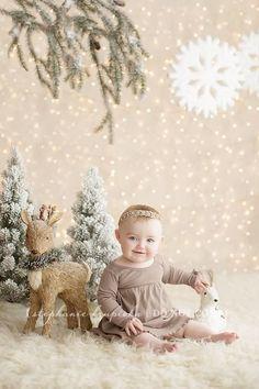 Foto di natale Nail Polish q-ki nail polish Baby Christmas Photos, Xmas Photos, Christmas Portraits, Christmas Minis, Babies First Christmas, Christmas Pictures, Newborn Christmas, Christmas Quotes, Rustic Christmas