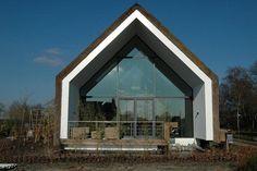 Op een Ruimte-voor-Ruimte kavel in het landelijk gelegen Sterksel, Noord-Brabant, staat dit ontwerp van ARCHES architecten BNA.