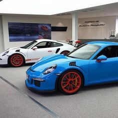 And here it is! A PTS Riviera Blue 991 GT3 RS with Porsche Exclusive Lava Orange wheels and other highlights! The White RS also has similar Lava Orange highlights throughout! More shots to come from Zuffenhausen! 📸: @baastiii | Follow @ptsrs and join the #PTSRS movement for the latest on the newest #painttosample Porsche 991 GT3 RS's! | #porsche #911 #991 #porsche911 #porsche991 #porsche911gt3 #porsche991gt3 #porsche911gt3rs #porsche991gt3rs #gt3 #gt3rs #911gt3 #991gt3 #911gt3rs #991gt3rs…