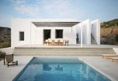 This brand new house is located on the island of Paros in the settlement of Kamari. For this project, the architects Natasha Deliyianni and Yiorgos Spiridonos, (REACT ARCHITECTS)  have reinterpreted the cubic cycladic architecture with a modern. Villa Design, House Design, Design Hotel, Design Design, Modern Design, Minimalist Architecture, Interior Architecture, Interior Design, Mediterranean Architecture