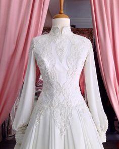how to make muslim wedding dress Wedding Abaya, Muslimah Wedding Dress, Muslim Wedding Dresses, Muslim Dress, Wedding Dresses Plus Size, Bridal Gowns, Wedding Gowns, Vintage Party Dresses, Lovely Dresses