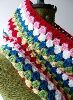 Free pattern for Easy Peasy Granny Crochet Cowl @ Bee and Buzz