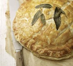 Squash Sage pithivier (For those vegetarian foodies who still wanna indulge at Christmas dinner! Vegetarian Christmas Dinner, Christmas Lunch, Veggie Christmas, Christmas Recipes, Yummy Veggie, Veggie Recipes, Vegetarian Recipes, Easy Pie, Simple Pie