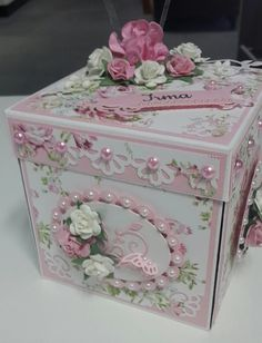 Floral Exploding Box (Site: photo only) Exploding Gift Box, Cigar Box Crafts, Memories Box, Pop Up Box Cards, Magic Box, Fancy Fold Cards, Pretty Box, Altered Boxes, Box Design