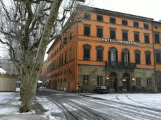 Lucca under the snow - the hotel Universo     February 11th, 2013