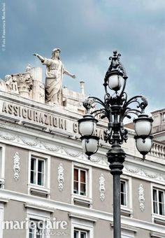 Piazza Unità d'Italia. Il palazzo delle Assicurazioni Generali