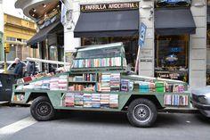 biblioteca ambulante en San Telmo, Buenos Aires
