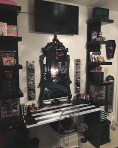 home decor quotes Goth Decor on Instagr - Dark Home Decor, Goth Home Decor, Disney Home Decor, Goth Bedroom, Room Ideas Bedroom, Halloween Bedroom, Halloween Home Decor, Gothic Room, Gothic House