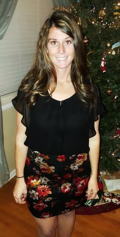 In my December Stitch Fix: Skies are Blue Dorinda 2fer Mixed Material Dress. I really wanted to like the dress, and loved it in the style card picture, however I wasn't a fan of the shiny part of the skirt. The black top is form fitted with a flowy chiffon type overlay.