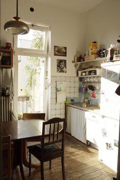 Sonnige, gemütlich eingerichtete Altbauküche in Bremen. #WG #kitchen #Altbau