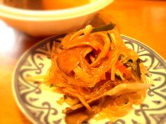 またまた作りました~( ´艸`) 今日は、舞茸とかエノキも入れちゃいました。  さっき夏祭りに行ってきたので、おでんとか~焼き鳥とか~並べて食べてマス。 祭り大好き(^з^)-☆ - 40件のもぐもぐ - YOOYOOさんのレンジで春雨サラダ by usakame