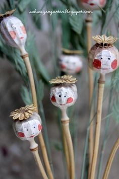 Ein Schweizer Garten: DIY - Poppy-Woman / Mohnblumenfrauen - Another! Poppy Craft For Kids, Fall Crafts For Kids, Diy For Kids, Kids Crafts, Diy And Crafts, Garden Crafts, Garden Projects, Garden Art, Craft Projects