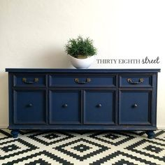 Have you seen our gorgeous new limited edition color, Peacoat yet? Carrie from Thirty Eighth Street painted this regal buffet with it and we're loving the results! It's such a beautiful, rich navy. #DIY #homedecor #limitededition #navy #furniturepainting #paintedfurniture
