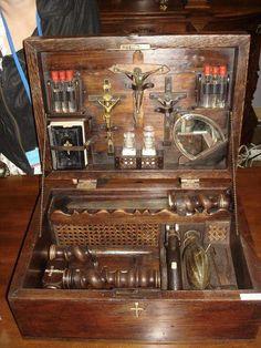 1800年代に販売された「吸血鬼ハンター」のためのコンプリートキット