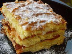 A világ legfinomabb túrós sütije, mire megiszod a kávéd, meg is sül! Romanian Desserts, Romanian Food, Cookie Recipes, Dessert Recipes, Good Food, Yummy Food, Hungarian Recipes, Sweet And Salty, Food Cakes