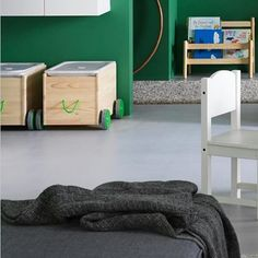 Łatwo schować, łatwo przewieźć. Przed Wami praktyczna skrzynka na kółkach na zabawki i inne drobiazgi #FLISAT! #IKEA #IKEAPolska #ideaodIKEA #pokój #STUVA #EKTORP #dziecko #dzieci #zabawki