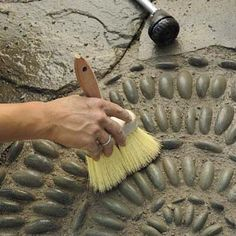 How to lay pebble mosaic. -Mark Powers using a stiff-bristled brush to dress and shape the joints of his pebble mosaic Mosaic Walkway, Mosaic Rocks, Pebble Mosaic, Stone Mosaic, Pebble Art, Mosaic Art, Rock Mosaic, Garden Crafts, Garden Projects