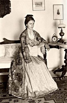 παραδοσιακη φορεσια παρου