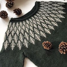 Strickmuster Hanne Rimmen On Ravelry Source by christianaanstaeth Knitting Stitches, Knitting Designs, Hand Knitting, Icelandic Sweaters, Fair Isle Pattern, Ravelry, Fair Isle Knitting, Pulls, Knitting Patterns