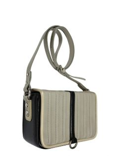 Extremely elegant leather coffer with shoulder belt. Flap bag is in ecru while finishing bags are black. From the inside it is decorated with quilted lining in silver. Active suspended for a long, adjustable belt. Each original handbag GOSHICO id is in the middle of the tab with our logo PRICE: 192.81 €  http://goshico.com/en/torebka-boxy-1370.html
