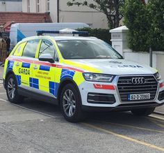 "1 of only 2 ""High lightbar"" 162 Audi within An Garda Síochána. This was fitted by Primo and is attached to DMR Armed Support Unit. Police Uniforms, Emergency Vehicles, Police Cars, Law Enforcement, Countries, The Unit, Britain, Audi, Motorcycles"