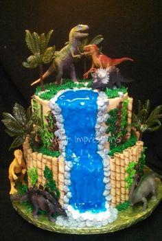 Safari dinosaurs cake