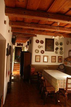 Interior of a traditional Hungarian farmhouse // Cserépmadár Szállás, Velemér