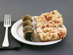 Croquetes de sípia amb pa amb tomàquet.