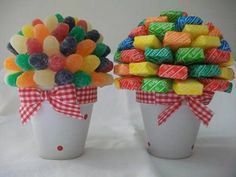 Spring bouquet made of gumdrops and candy. Bouquet Pastel, Spring Bouquet, Candy Arrangements, Bar A Bonbon, Sweet Trees, Chocolate Bouquet, Candy Bouquet, Candy Table, Candy Party