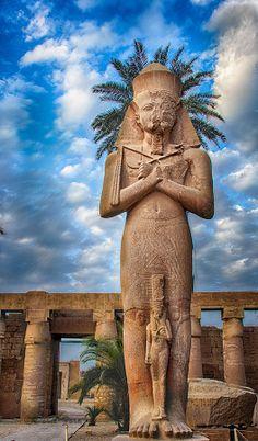 Pinedyem, Karnak, Luxor, Egipto (Me encanta cómo este tiro fue hecho mediante la formulación de la estatua con la palma de la mano.)