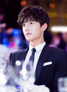 dương dương Handsome Actors, Cute Actors, Handsome Boys, Asian Actors, Korean Actors, Yang Chinese, Yang Yang Actor, Kdrama, Chines Drama