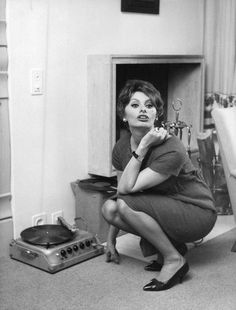 Sognatrice bambina — wehadfacesthen: Sophia Loren, 1950′s source:...