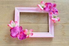 fleurs-fraiches-rose-pour-decorer-son-encadrement-fabriquer-un-cadre-photo