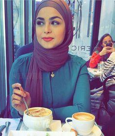 Blue and purple - check out: Esma Arab Girls Hijab, Girl Hijab, Muslim Girls, Hijab Outfit, Turban, Moslem, Hijab Collection, Modern Hijab, Beautiful Muslim Women