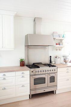 vooral die over. Kitchen Units, Kitchen Doors, Kitchen Inspirations, Kitchen Cabinets, Kitchen Designs Layout, New Kitchen, Sweet Home, Kitchen Appliances, Kitchen Layout