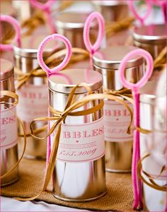 Bubbles as wedding favours - affordable and sweet