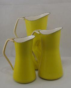 きいろ yellow pitchers.