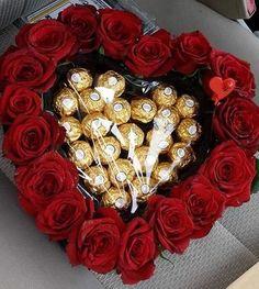 New Chocolate Bouquet Diy Ideas Valentines Day 18 Ideas Bouquet Cadeau, Candy Bouquet Diy, Gift Bouquet, Valentine Flower Arrangements, Valentines Flowers, Valentines Diy, Chocolate Flowers Bouquet, Valentines Bricolage, Flower Box Gift