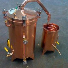15 Gallon Copper Propane Essential Oil Distiller With Glass Essencier. Proudly manufactured in the USA of pure high quality copper. Moonshine Still Plans, Copper Moonshine Still, Moonshine Whiskey, Home Distilling, Distilling Alcohol, Essential Oil Distiller, Essential Oils, Beer Brewing, Home Brewing