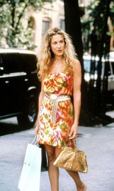 Carrie Bradshaw Wearing A Floral Dress, White Dress And Tan Bag While Shopping, Season 2