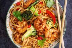 Recipe for scampi & noodle stir-fry in english at the bottom.    Rask og god middag om man bruker skikkelige eggnudler.