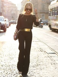 8 Easy Ways to Look Thinner in photos, but I just like her outfit here