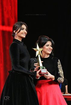 sonam-kapoor-in-award-show https://ladyindia.com/blogs/news