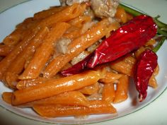 Chilly pasta with sausages, tomatoes and onion/Penne al peperoncino con salsiccia, pomodoro San Marzano e cipolla di Tropea Marzano, Sausage Pasta, Onion, Carrots, Bakery, Sausages, Meat, Vegetables, Cooking