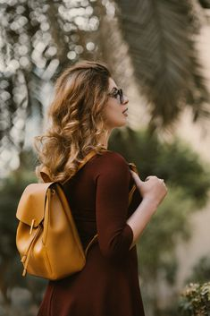 Genuine Leather Women Backpack for travel. Handy & Comfortable to carry all your belongings. Short Hair Updo, Hairdos For Curly Hair, Up Hairdos, Teenage Hairstyles, Easy Hairstyles For Long Hair, Older Women Hairstyles, Diy Hairstyles, Updos, Natural Hairstyles