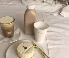 aesthetic, coffee, and beige image Cream Aesthetic, Aesthetic Coffee, Brown Aesthetic, Aesthetic Food, Simple Aesthetic, Japanese Aesthetic, Aesthetic Vintage, Aesthetic Photo, Eat This