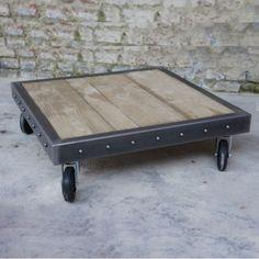 Dans un esprit atelier design, cette table basse palette avec rivets s'intégrera parfaitement dans votre intérieur lui apportant une touche naturelle et industrielle.