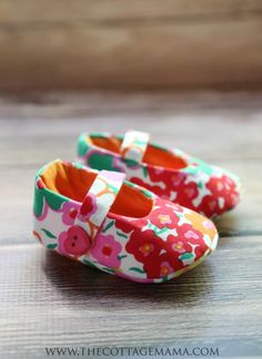 Check out this FREE Mary Jane Baby Shoes Pattern from The Cottage Mama. Size 6-12 months