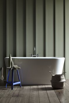 Stylish bathroom painted in sage Green 80 Little Greene, panelled wall, free standing bath. Little Greene Paint, Little Greene Farbe, Peinture Little Greene, Bad Inspiration, Bathroom Inspiration, Green Furniture, Shelf Furniture, Paint Shades, Green Rooms